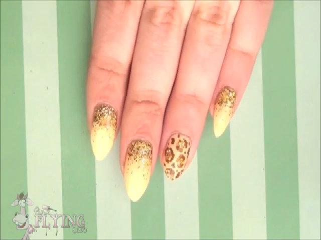Tự vẽ nail ánh kim lấp lánh nổi bật