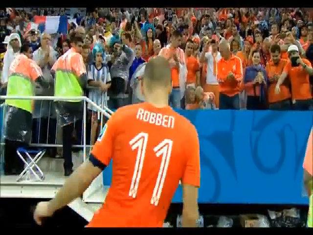 Con trai Robben khóc trên khán đài