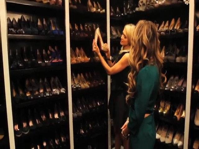 Tủ giày đồ sộ của Paris Hilton