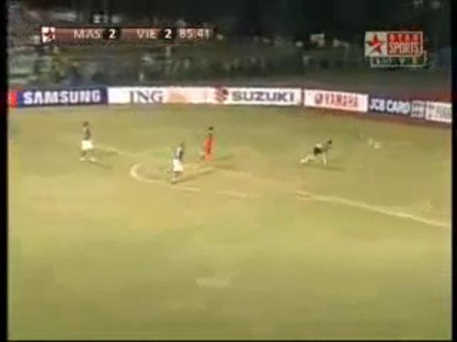 Vũ Phong ghi bàn thắng bằng vàng ở AFF Cup 2008