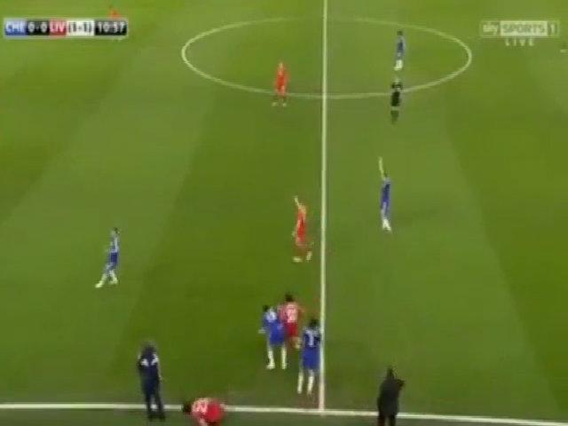 Diego Costa cố tình giẫm lên chân Emre Can