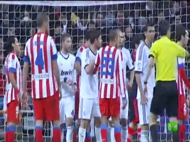Diego Costa bị Ramos nhổ nước bọt