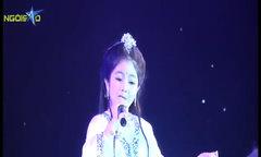 Hồng Minh The Voice Kids hát 'Mẹ từ bi'