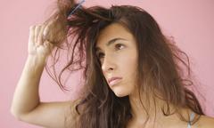 Trị tóc xơ rối, gãy rụng giao mùa bằng trứng gà