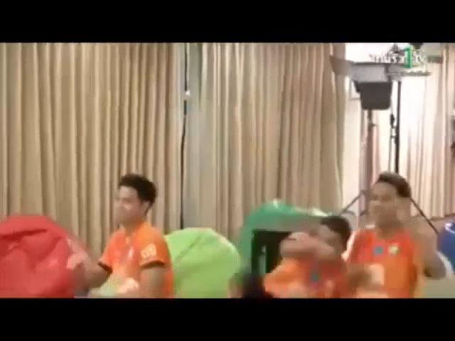 Cầu thủ Thái Lan nhẩy cẫng khi Irag ghi bàn