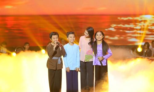Công Quốc cùng team The Voice Kids