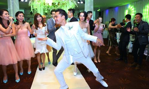 Văn Anh - Tú Vi nhảy flashmob vui nhộn trong đám cưới