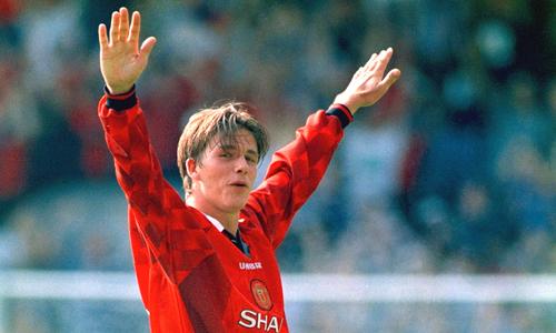 7 pha làm bàn đẹp của Beckham trong màu áo Man Utd