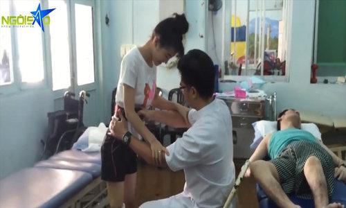 'Nữ sinh mất chân' tập đi với chân giả