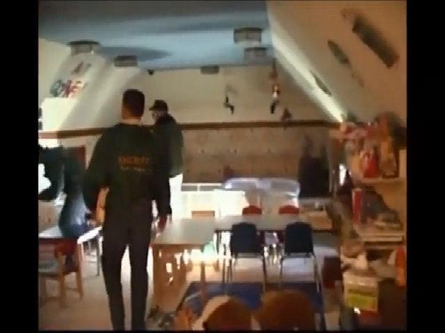 Video cảnh sát khám xét căn phòng của Michael Jackson