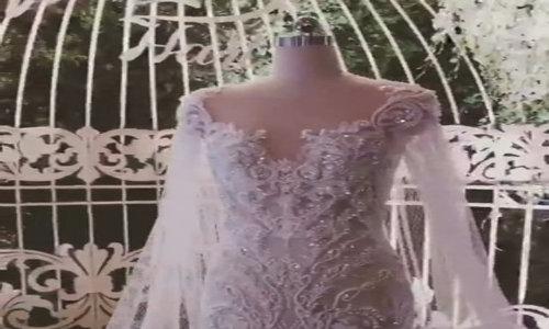 Chi tiết chiếc váy cưới đuôi cá ôm sát của Hari Won