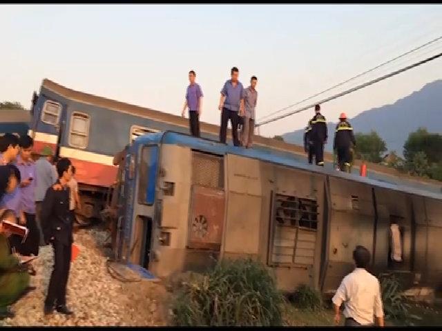Hiện trường tàu hỏa tông xe ben làm 3 người chết
