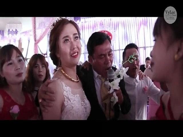 Người cha rớt nước mắt tiễn con gái về nhà chồng