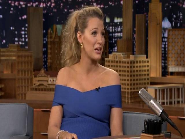 Ryan Reynolds không ngại khi vợ hôn đồng nghiệp nam