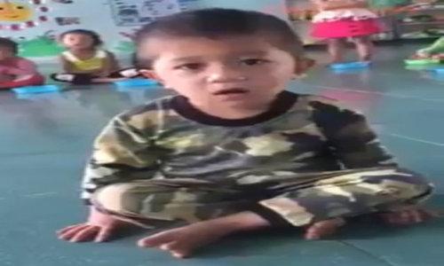 Video bé trai tập đếm từ 1 đến 10 khiến cộng đồng cười ngất