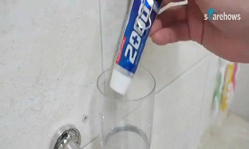 Cách lấy kem đánh răng từ tuýp
