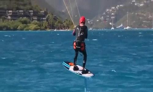 Ông Obama lướt sóng trong kỳ nghỉ ở Necker Island.