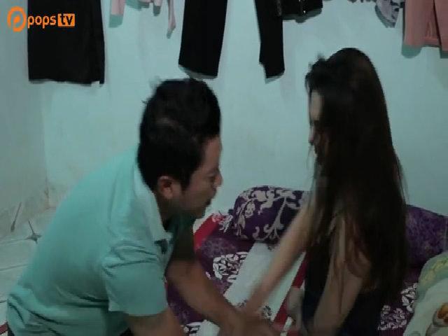 Kinh Quốc diễn cảnh thân mật với gái điếm