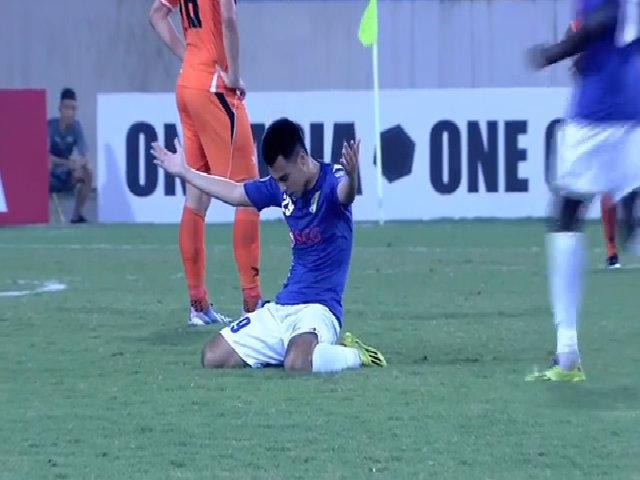 Đức Huy sút xa hiểm hóc tung lưới Felda United