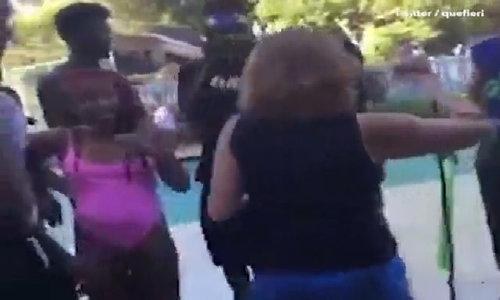 Nhóm thanh niên quậy phá, ném cụ bà xuống hồ bơi
