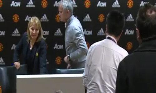 Buổi họp báo chóng vánh của HLV Mourinho