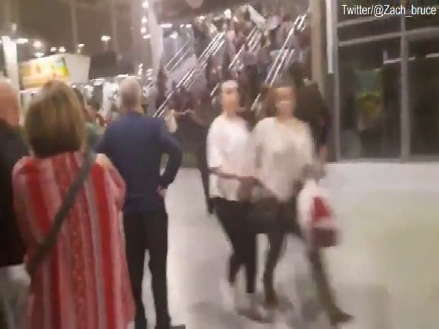 Cảnh hỗn loạn chạy khỏi sân vận động