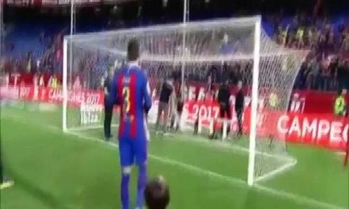 Pique cắt lưới mừng vô địch Cup nhà Vua lần thứ 3 liên tiếp