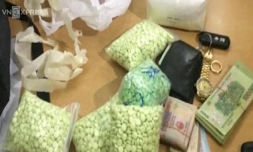 Background Video 00:18 | 02:38 13 tháng lần theo dấu vết 'tập đoàn' ma túy lớn nhất nước
