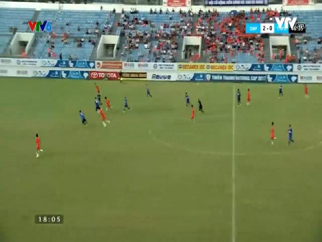 Pha bóng xuất sắc của thủ môn Bùi Tiến Dũng