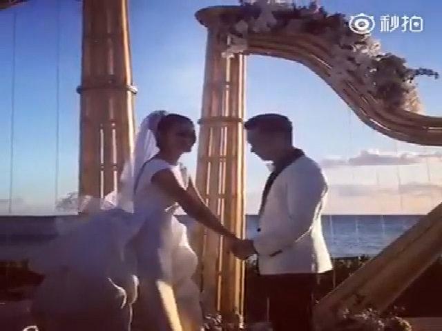 An Dĩ Hiên hôn chồng trong ngày cưới