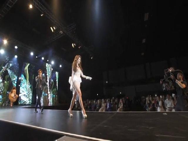 Ngọc Trinh và dàn mẫu diễn bikini tại Đêm hội chân dài