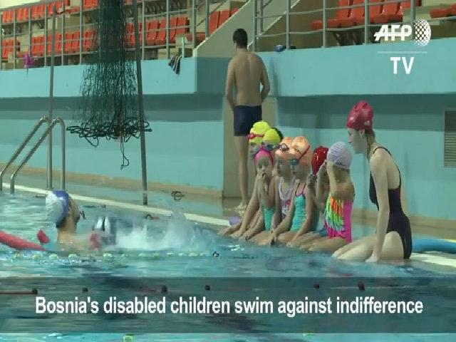 Bé trai 6 tuổi cụt cả hai tay giành huy chương vàng bơi lội
