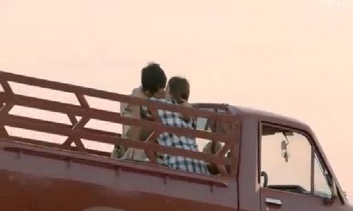 """Song Joong Ki, Song Hye Kyo hôn nhau lãng mạn trong """"Hậu duệ mặt trời"""""""