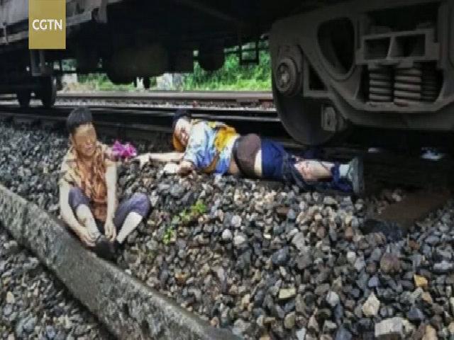 Nhân viên lái tàu bị cán mất một chân vì cứu cụ bà băng qua đường ray