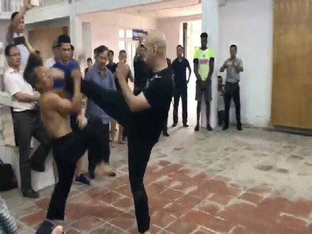 Cao thủ Vịnh Xuân tung đòn knockout võ sư Đoàn Bảo Châu