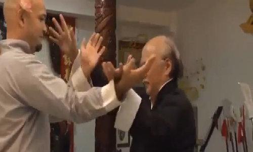 Pierre Flores tập luyện cùng sư phụ