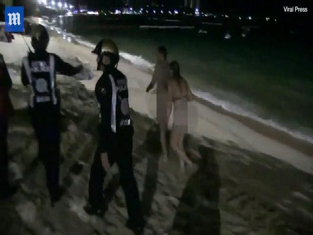 Du khách bị bắt vì làm 'chuyện ấy' trên bãi biển