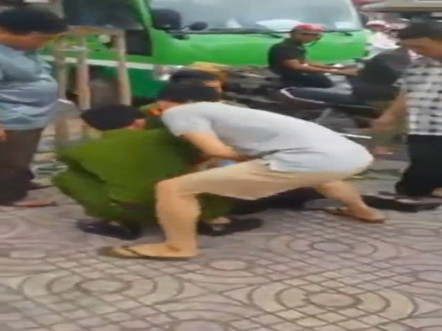 'Soái ca' đi moto bắt cướp lấy được thiện cảm từ cộng đồng