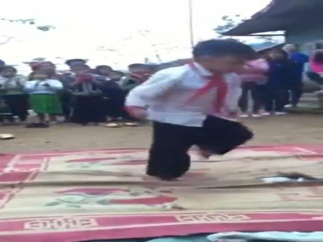 Màn nhảy hip hop điệu nghệ của trẻ em vùng cao trước thềm khai giảng