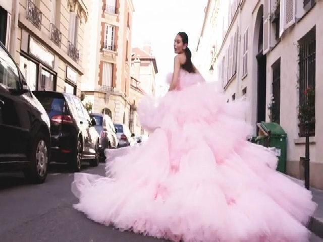 Khi đầm Haute Couture lộng lẫy được mặc ở đời thường