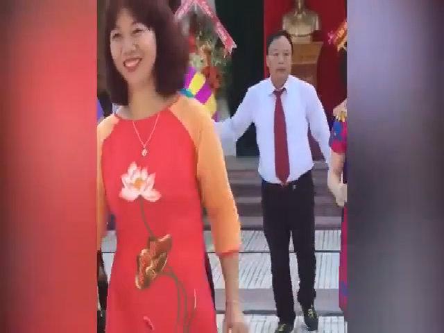 Thầy cô nhảy bài 'Đi học' trong lễ khai giảng ở Nghệ An