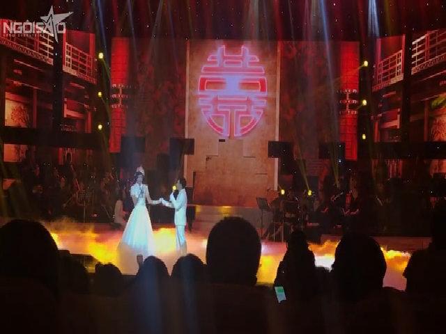 Hoài Linh hát với Quang Hà