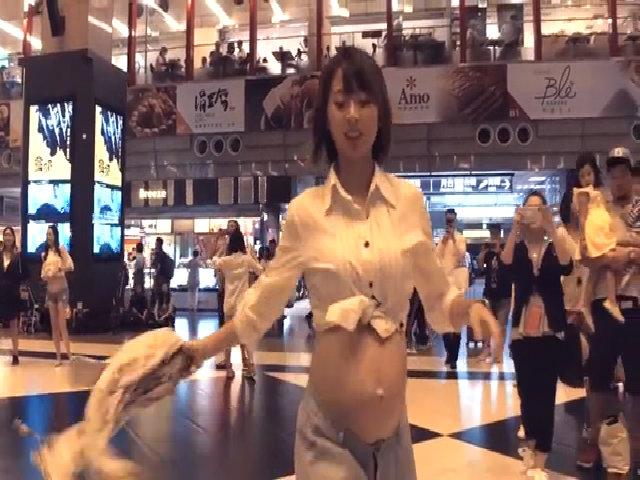 Bà bầu Đài Loan rủ nhau nhảy flashmob ở ga tàu điện