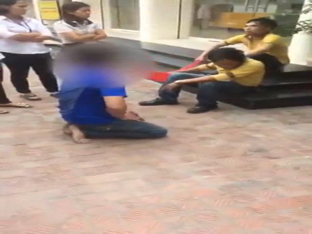 Trộm xe máy bị chuột rút vì quỳ gối xin lỗi, người dân giúp xoa bóp rồi thả đi