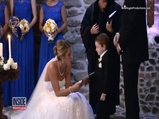 Cô dâu trao lời thề nguyền với con riêng và bạn gái cũ của chú rể