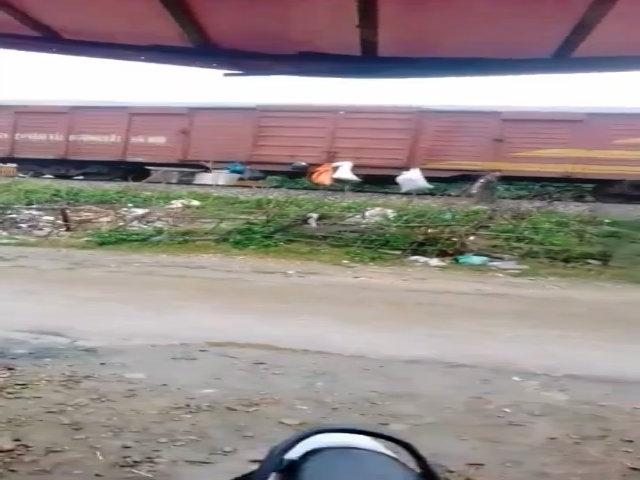 Người dân tranh thủ 'gửi rác' theo chuyến tàu ở Hà Tĩnh