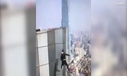 Chàng trai tử vong khi leo nóc tòa nhà 62 tầng để kiếm tiền cưới vợ