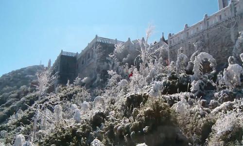 Băng tuyết phủ trắng Fansipan, du khách ngỡ như ở Thụy Sĩ
