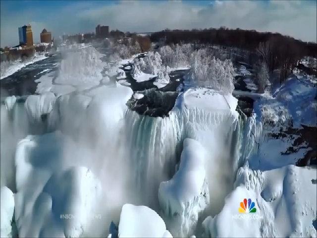 Vương quốc tuyết ở thác Niagara đóng băng