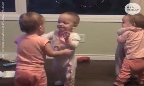 Những cô bé sinh tư không ngừng ôm nhau: Video ngọt ngào trong ngày